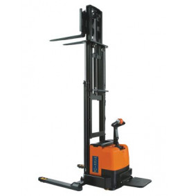 Warrior Self Propelled Heavy Duty Straddle Stacker